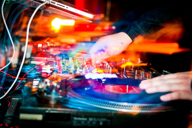 DJ-Club-Night-Photography-with-Turntable